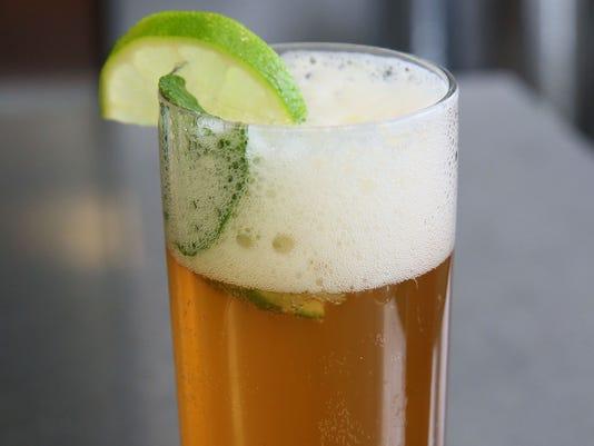 Стакан мохито с пивом
