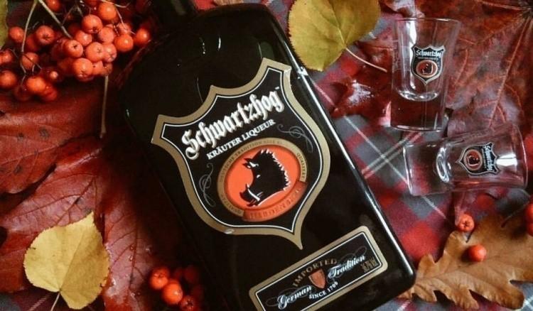 Бутылка с ликером Schwartzhog