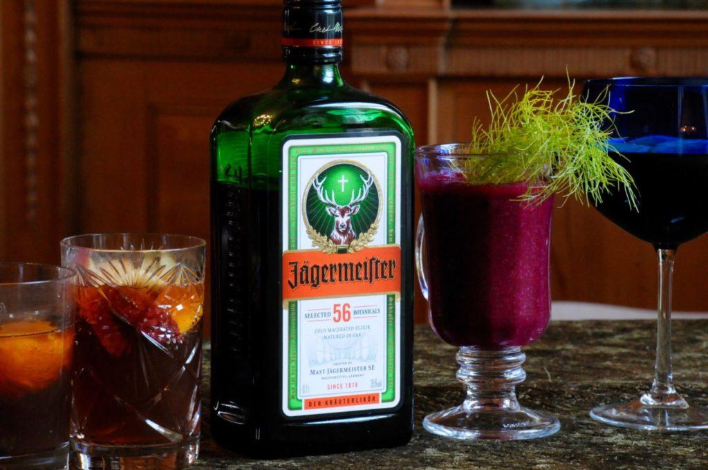 Бутылка егермейстера и бокалы